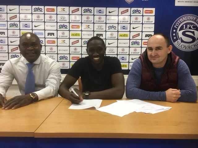 Soufiane Drame et son agent Daniel Chrysostome au FC Slovacko